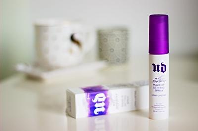 Inilah Review Urban Decay All Nighter Setting Spray yang Perlu Kamu Tahu, Ladies!