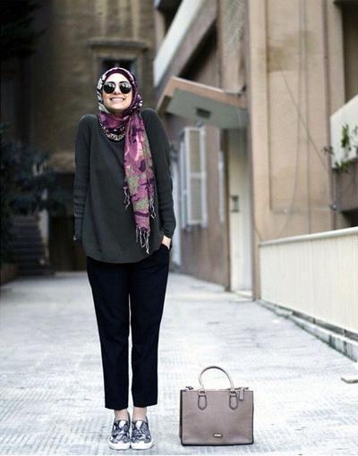 Yuk, Tampil Sporty dengan Ide Look Hijab Menggunakan Track Pants