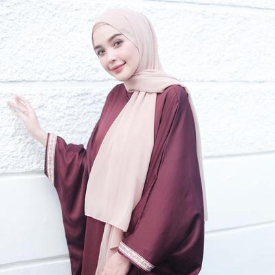 Wajib Coba! Tutorial Hijab Pashmina untuk Daily Style Ala Selebgram Ini Simpel dan Nyaman Banget