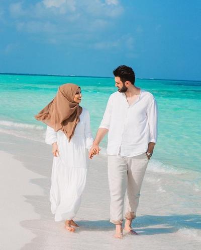 Enggak Perlu Ribet, Ide Foto Prewedding Hijab Simpel Ini Bisa Jadi Inspirasi Kamu