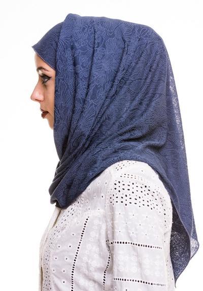 Jangan Salah Pilih! Ini Dia Rekomendasi Bahan Hijab yang Bisa Jadi Pilihan Hijab Wisudamu