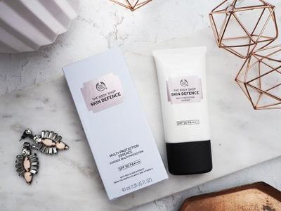 Lindungi Kulit Cantikmu dengan The Body Shop Skin Defense Multi-Protection Essence SPF 50 PA++++