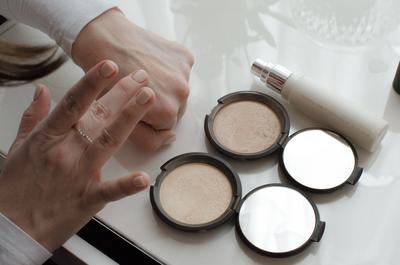 Becca Shimmering Skin Perfector Pressed  Highlighter Shades #Opal yang Akan Bikin Kamu Jatuh Cinta!