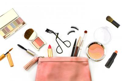 #FORUM Berapa banyak makeup yang kamu butuhkan, ladies?