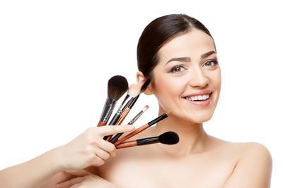 Ladies, Ini Dia 5 Rekomendasi Brush Makeup yang Paling Banyak Dicari!