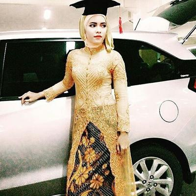 #FORUM Warna hijab apa yang cocok dipadukan sama kebaya warna gold? Minta sarannya