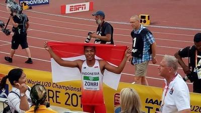 [FORUM] udah liat momen dimana Zohri susah mendapatkan bendera merah putih setelah menang?