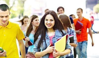 [FORUM] Jadi calon mahasiswa baru, baju apa ya yang bisa dipakai ke kampus? Minta sarannya