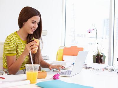 [FORUM] Kantor kamu membolehkan kerja sambil makan gak?