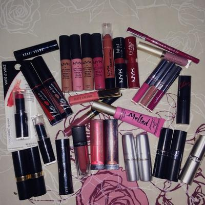 [FORUM] Kamu tim koleksi lipstik banyak gak?