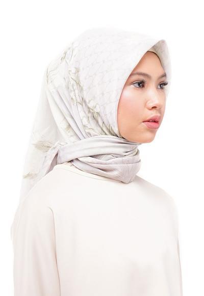 Hijab Terbaru Ria Miranda dalam Koleksi Lullatone Spring/Summer 2018