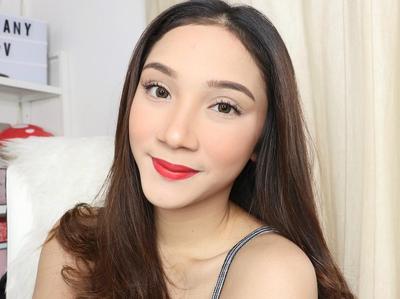[FORUM] Pakai alas bedak di bibir, bikin lipstik awet?