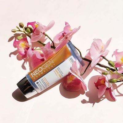 Lindungi Kulit Cantikmu dari Sinar UV dengan Neogen Day-Light Protection Sunscreen SPF 50 PA+++