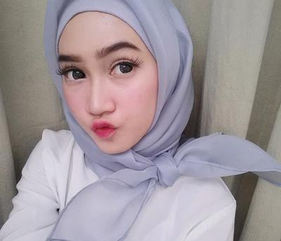 [FORUM] Makeup yang cocok buat hijabers tuh natural atau bold sih?