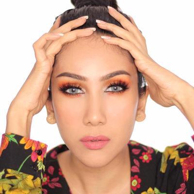[FORUM] Pertama kali bisa makeup, belajar darimana?