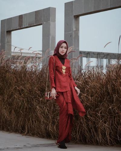 [FORUM] Hijabers, mendingan kebaya atau dress ya buat dipakai kondangan?