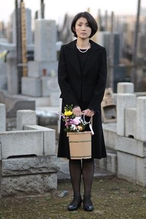 [FORUM] Datang ke pemakaman, bolehkah pakai baju selain warna hitam?