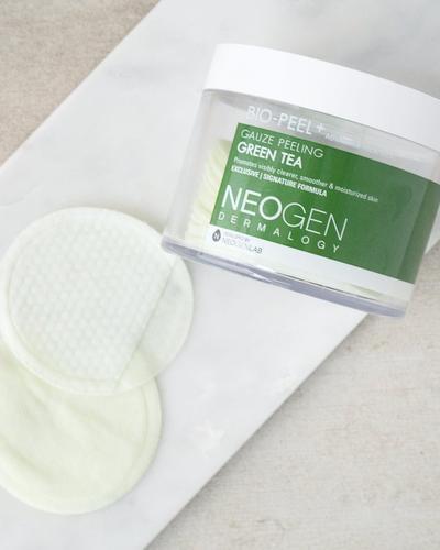 Neogen Gauze Peeling Green Tea, Exfoliating Berbentuk Pads yang Cocok untuk Kulit Sensitif