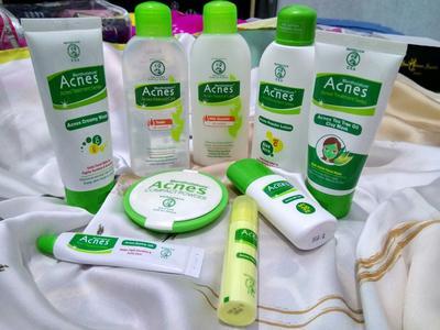 [FORUM] Buat kulit jerawatan, perlu pakai rangkaian acne treatment series gak ya?