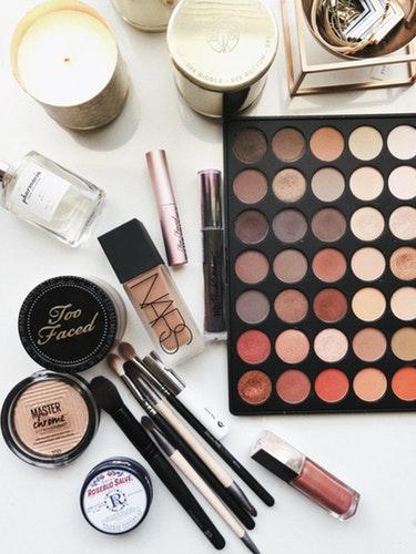 [FORUM] Biasanya Kamu Menyiapkan Waktu Berapa Lama untuk Makeup?