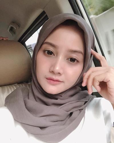 [FORUM] Udah tahu trik hijab dipakein hair spray supaya rapi ala Linda Khayz belum?