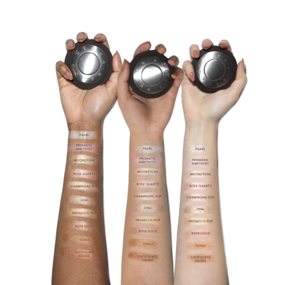 Para Pecinta Makeup, Jangan Sampai Ketinggalan Mencoba Highlighter Becca yang Satu Ini