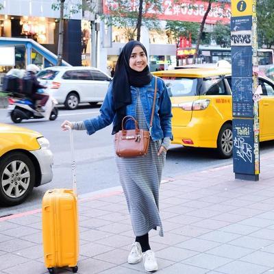 [FORUM] Lebih prefer pakai long dress atau rok biasa kalo ke mana-mana?