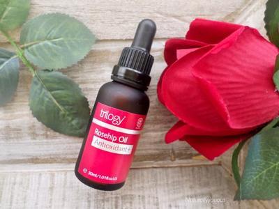 Lindungi Kulit Wajah Kamu dari Radikal Bebas dengan Rajin Memakai Trilogy Rosehip Oil Antioxidant+