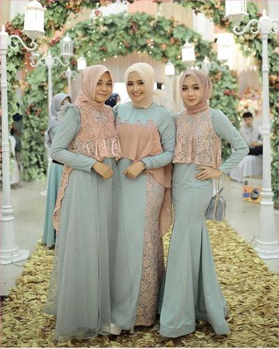[FORUM] Buat bridesmaid, mending kasih baju jadi atau bahan ya?
