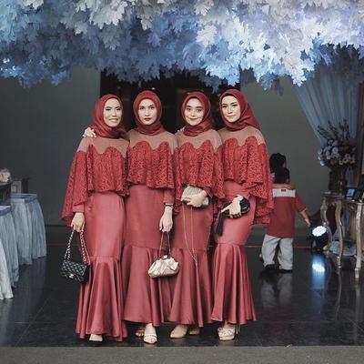 [FORUM] Warna Hijab yang Cocok Buat Dipadukan Sama Kebaya Merah Marun Apa Ya?