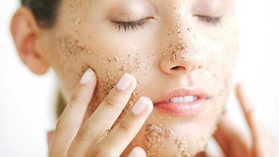 [FORUM] Lebih suka scrub wajah alami atau pake skincare?