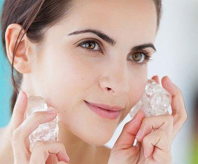[FORUM] Pakai es batu di wajah sebelum makeupan beneran bikin awet seharian?