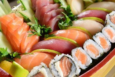 [FORUM] Makan sushi dengan daging mentah emangnya bahaya?