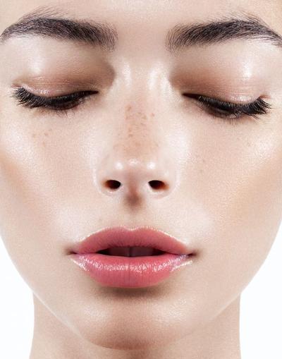 [FORUM] Hati-hati, Tren Dewy dan Freckles Makeup Punya Dampak Buruk Bagi Wajah