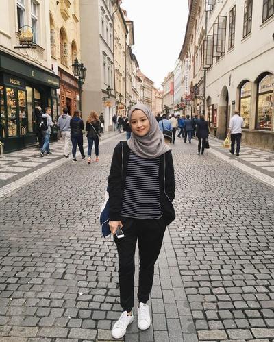 [FORUM] Kalo traveling, hijab apa yang paling ngga pernah ketinggalan kamu bawa?