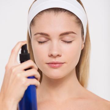 [FORUM] Siapa di sini yang selalu pakai setting spray setelah makeup? Ada pengaruhnya?