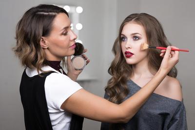 [FORUM] Dear, ada yang berniat untuk jadi makeup artist gak?