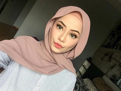 [FORUM] Warna hijab apa ya yang bikin jadi terlihat cerah?