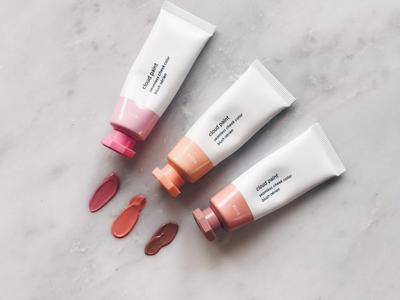 Inilah 5 Fun Facts Tentang Glossier Cloud Paint, Produk Blush On yang Super Low Maintenance!