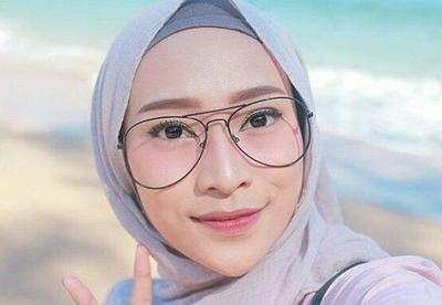 [FORUM] Suka enggak pede pakai kacamata setelah berhijab, kamu juga enggak?