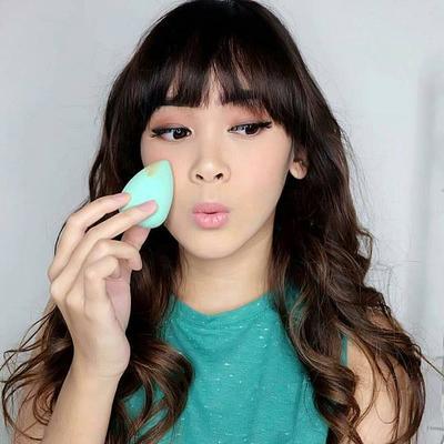 [FORUM] Mana hasil makeup yang flawless, aplikasikan foundation pakai tangan atau beauty blender?