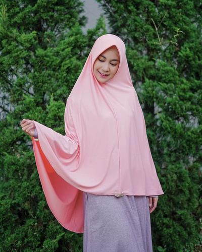 [FORUM] Apa harus pakai hijab syari untuk menutupi dada besar?