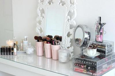 Jaga Kerapian Meja Makeup Kamu dengan Cara Ini Yuk!