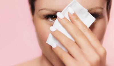 Enggak Nyangka, Ternyata Ini Lho 4 Efek Negatif dari Membersihkan Muka dengan Tissue Basah!
