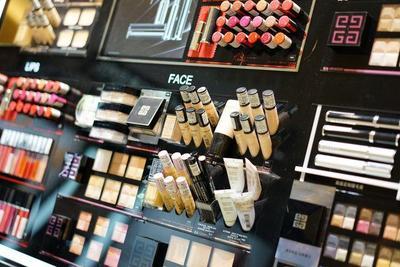 [FORUM] Dear, gimana ya caranya tak sungkan saat memilih tester makeup dengan SPG di counter?