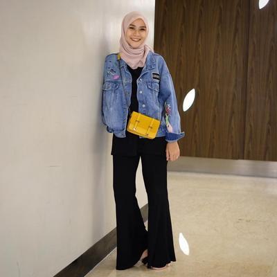 Jaket Jeans dengan Celana Kulot