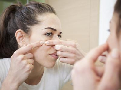 [FORUM] Ada jerawat di atas bibir, boleh di pecahin sendiri gak?