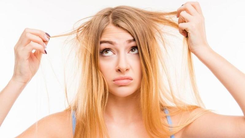 Ups, Ternyata 4 Kebiasaan Ini Bisa Bikin Rambut Kamu Gampang Rontok!