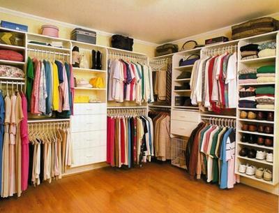 [FORUM] Kalau dilihat di lemari, pakaianku dominan warna...