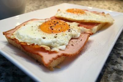 [FORUM] Makan telur tiap hari bikin jerawatan, benarkah?